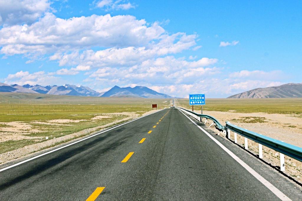 218国道的沿途草原风景