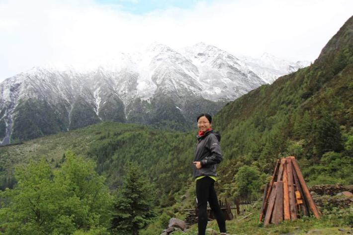 最美的风景在路上…蓝天,白云,雪山,小溪,野花…我们一路都在陶醉,一