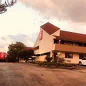 布里居頓紅屋頂酒店